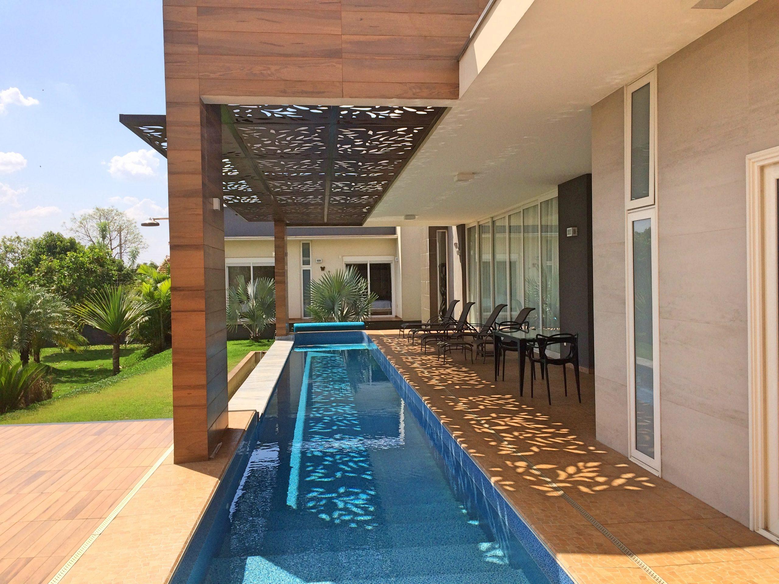 Sombra em piscina
