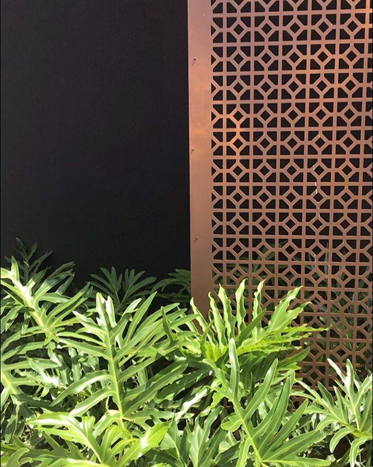 Brise para Muxarabi – Design, na cor marrom corten